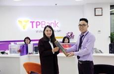 TPBank gửi tặng hàng nghìn món quà cho khách hàng nữ ngày 8/3