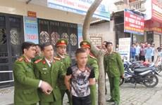 Phú Thọ bắt tạm giam kẻ cầm lọ dầu ném trọng thương công an