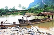Xử lý triệt để tình trạng khai thác cát trái phép trên sông Lô