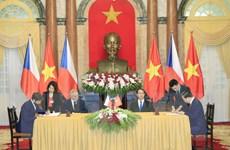 Tổng thống Cộng hòa Séc và Phu nhân kết thúc chuyến thăm Việt Nam