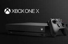Hãng Microsoft thách thức Sony với máy chơi game Xbox One X