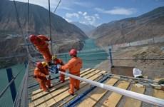 Làn sóng xây cầu mới ở Trung Quốc: Vươn cao nhưng ngập trong nợ nần