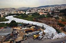 """Làn sóng phẫn nộ vì Liban đổ """"núi rác thải"""" ra Địa Trung Hải"""