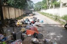 """[Photo] Hàng tấn rác thải """"bủa vây"""" thị trấn Hương Khê"""