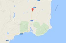 Xe tải mất lái lao xuống sông Dinh, hai người bị thương nặng