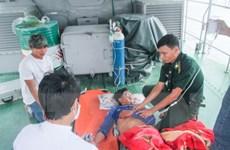 Cấp cứu kịp thời 3 ngư dân bị ngạt khí khi hành nghề trên biển