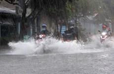 Mưa lớn khiến nhiều nơi ở Thành phố Hồ Chí Minh ngập sâu trong nước