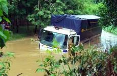 Đồng Nai: Hai xe ôtô chở 9 người bị nước cuốn khi đi qua đập tràn