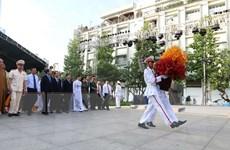 Lãnh đạo TP Hồ Chí Minh dâng hương, dâng hoa tưởng niệm Bác Hồ