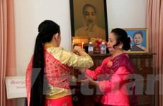 Câu chuyện xúc động về gia đình lập Bàn thờ Bác Hồ tại nhà ở Lào