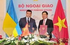 Việt Nam và Ukraine bàn biện pháp đơn giản hóa thủ tục nhập cảnh