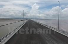 Xử lý hành vi trải chiếu ăn nhậu trên cầu vượt biển dài nhất Việt Nam