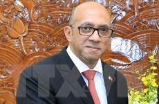 Trao Huân chương Hữu nghị tặng Đại sứ Cuba Herminio Lopez Diaz