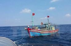 Tàu cá bị lật úp trên đường đi tránh trú bão, 3 ngư dân vẫn mất tích