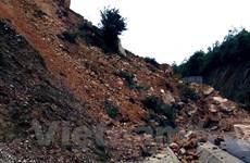 Thanh Hóa: 200.000 mét khối đất đá đổ sập, xã Tam Thanh bị chia cắt