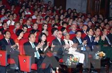 Thủ tướng dự giao lưu nghệ thuật kỷ niệm 100 năm Cách mạng Tháng Mười