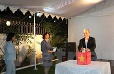 Đại sứ quán Việt Nam tại Ấn Độ quyên góp ủng hộ đồng bào bị bão lũ