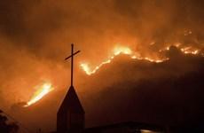 """Mỹ đưa cảnh báo """"cực kỳ nguy hiểm"""" do cháy rừng ở California"""