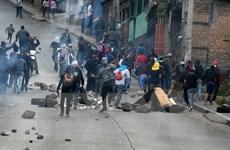 Người biểu tình ở Honduras chặn đường cao tốc, đụng độ với cảnh sát