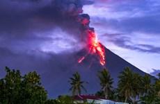 Philippines: Núi lửa Mayon phun trào, hàng chục nghìn người sơ tán