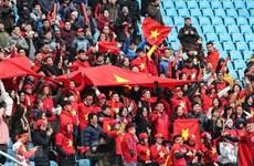 Hàng chục người bị lừa đi tour sang Trung Quốc cổ vũ bóng đá