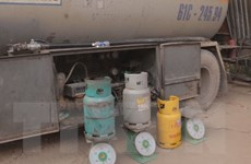 Bắt quả tang xe bồn sang chiết gas trái phép ở Bình Dương