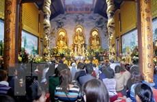 Tăng ni, Phật tử người Việt tại Lào cầu nguyện cho quốc thái dân an
