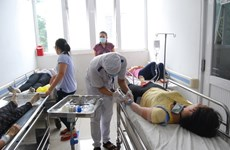 Hàng chục công nhân ở Bình Dương nhập viện nghi ngộ độc thực phẩm