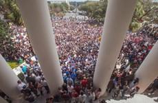 Học sinh trên khắp nước Mỹ biểu tình phản đối bạo lực súng đạn
