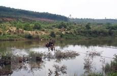 Đã có cầu, người dân vẫn liều mình đu dây qua sông Pô Kô