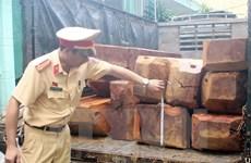 Đắk Nông điều tra vụ bắt giữ 2 xe gỗ quý không rõ nguồn gốc