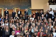 Các sao nữ tại LHP Cannes biểu tình phản đối nạn quấy rối tình dục