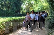 [Photo] Tấp nập du khách về thăm quê Bác trong tháng Năm
