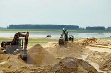 Xử lý nghiêm sai phạm trong khai thác cát lòng hồ Dầu Tiếng