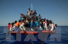 Thể hiện lập trường cứng rắn, Italy không cho người di cư lên bờ