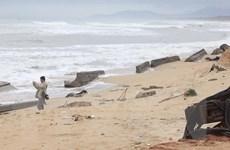 Chống xói lở bờ biển Nam miền Trung: Tiến hành đồng bộ các giải pháp