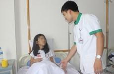 Bệnh nhi 9 tuổi bị sỏi thận cỡ lớn trong cơ thể suốt nhiều ngày