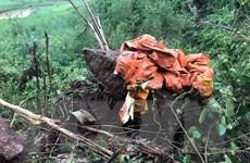 Thăm hỏi, động viên gia đình hai phi công bay huấn luyện hy sinh