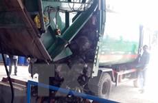 Quảng Ngãi: Người dân chặn đường không cho xe chở rác vào nhà máy