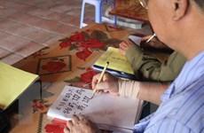 """Lớp học chữ Nôm đặc biệt của những người ở tuổi """"xưa nay hiếm"""""""