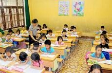 Lạm thu đầu năm học: Học sinh lớp 1 phải đóng tiền triệu mua bàn ghế