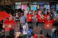 [Photo] Không khí cổ vũ Olympic Việt Nam rộn ràng khắp phố phường