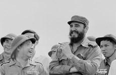 Hình ảnh lãnh tụ Cuba Fidel thăm vùng giải phóng miền Nam Việt Nam