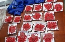 Vây bắt nhóm đối tượng người nước ngoài, thu giữ 12.000 viên ma túy
