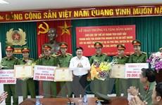 Khen thưởng thành tích phá án 2 vụ giết người nghiêm trọng ở Hưng Yên
