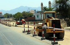 Kiểm tra dự án đường bộ cao tốc Cam Lộ-La Sơn thuộc tuyến Bắc-Nam