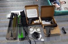 Tạm giữ hành khách mang lô hàng vũ khí nóng từ Mỹ về Việt Nam