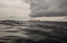 Tàu cứu hộ chở hơn 300 người di cư cập cảng Tây Ban Nha