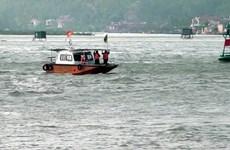 Cứu hộ 11 thuyền viên tàu hàng gặp nạn trên vùng biển Quảng Trị