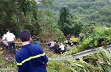 Xe khách rơi xuống vực ở đèo Hải Vân, 21 người bị thương
